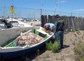 La Guardia Civil decomisa dos embarcaciones de pesca y sus artes utilizadas para pescar ilícitamente en el Mar Menor