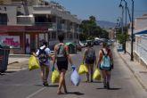 100 jóvenes se movilizan por móvil para recoger basura en Cartagena