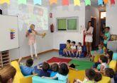 La escritora Alicia Hurtado presenta su colección de cuentos educativos en la Red Municipal de Guarderías de Puerto Lumbreras