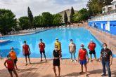 La alcaldesa de Archena visita la piscina municipal de verano para supervisar el correcto funcionamiento y la implantación de las medidas anticovid