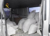 La Guardia Civil detiene a los dos presuntos autores de la sustracción de una tonelada de almendras
