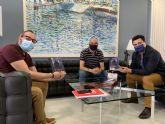 El alcalde, José Miguel Luengo  recibe a Javier Marín con motivo de la publicación de su novela 'Tablero mortal'