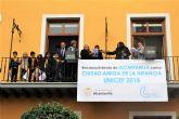 La lluvia no impide que Alcantarilla conmemore con los colegios y los alumnos de 5 años el 20N  Día Universal del Niñ@