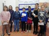 La concejala de Juventud, Inmaculada Blázquez, entrega los premios del Concurso de Dibujo organizado con motivo del Día de los Derechos del Niñ@