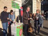 Una campaña informativa recorre las plazas de abastos del municipio para aconsejar sobre el consumo ambiental responsable en Navidad