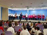 Los mayores de los hogares y el centro de Día participan en una actividad intergeneracional con alumnos del New Castelar College