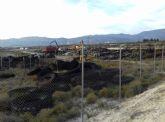 Comienza la retirada de 60 toneladas de neumáticos acumulados en un vertedero del término municipal