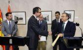 Ballesta y Valverde firman el convenio por el que mañana el Búho Bus conectará 38 pedanías con el centro de Murcia