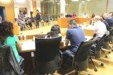 El Pleno municipal celebra su última sesión ordinaria del año con un total de veinte puntos en el orden del día