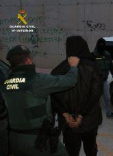 La Guardia Civil detiene en Archena a cinco personas por tenencia ilícita de armas y tráfico de drogas