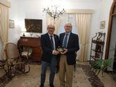 Entrega de la medalla de la Cofradía del Resucitado al Jefe del Regimiento RAAA 73