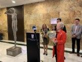 La familia del escultor y pintor José Julián Buhígues dona una escultura del artista sanjaviereño al Ayuntamiento