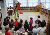 Los 'peques' torreños celebran el 'Día del Libro' con una divertida tarde de cuentacuentos