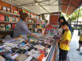 La Feria del Libro de Caravaca se celebra hasta el 2 de junio, acompañada por cuentacuentos y firmas de autores