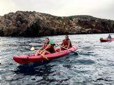 Solidaridad y diversión en el i paseo canino en kayak de puerto de Mazarrón