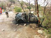 Un veh�culo se incendia en el Parque Regional de Sierra Espuña