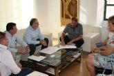 El alcalde y miembros del Gobierno municipal se reúnen con el delegado del Gobierno en Mancomunidad de Canales del Taibilla