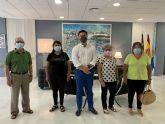 El Ayuntamiento renueva tres convenios de colaboración con las corales 'Stella Maris Björk' y 'Santiago Apóstol' y la Asociación de Amas de Casa de Santiago de la Ribera