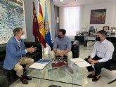 El alcalde recibe al reelegido presidente de la Entidad Urbanística Roda Golf
