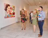 La sala municipal del Palacio Molina se impregna de Pop Art con los lienzos de Cuqui Guillén