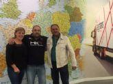 Autoridades municipales visitan las instalaciones de la empresa local de transporte internacional 'Agetrans'