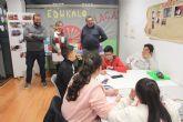 Educación dona material escolar para los talleres de refuerzo educativo Edukaló