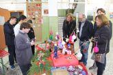 Los alumnos del aula abierta del IES Manuel Tárraga Escribano organizan un mercadillo navideño