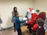 Más de un centenar de niños recibieron su regalo navideño