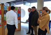 El concurso escolar de postales navideñas expone sus trabajos en el Ayuntamiento