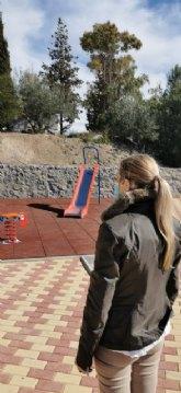 La alcaldesa visita las obras de construcción de una zona recreativa en la pedanía de La Pilá