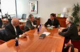 El consejero de Salud mantiene un encuentro con la Real Academia de Medicina y Cirugía