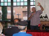 Numeroso público en la conferencia 'Totana en el XX: Un siglo de crisis, un presente de cambios', del psicólogo Alfonso Cayuela