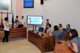 Los alumnos de cuarto de la ESO del IES Sanje presentan al alcalde el trabajo realizado 'Por un Centro Educativo Sin Barreras'