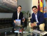 El Alcalde recibe al joven sanjaviereño de 26 años,  Francisco Javier Pérez  tras ganar una plaza de Catedrático en el Conservatorio Superior de Música de Murcia