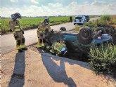 Dos heridos al volcar su coche en Torre Pacheco