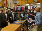 El presidente de la Región apoya la iniciativa solidaria de la cadena de regalos de Alcantarilla