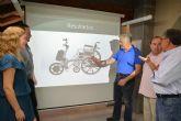 Motorizan una silla de ruedas para abaratar los costes y que los parapléjicos puedan usarla como si fuese una eléctrica
