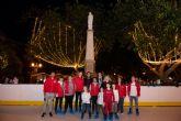 La pista de patinaje ambienta la Navidad en el jardín de la Purísima