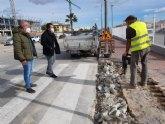 Realizan mejoras en diversas aceras del municipio
