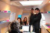 El INFOmóvil visita Archena para asesorar e incorporar a empresas y comercios al portal regional de promoción 'Encuentra tu sitio'