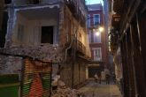 El derrumbe de la medianera de un edificio obliga a cortar las calles de Aire y Cuatro Santos