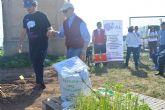Enfermos de Alzheimer rememoran sensaciones en los huertos de ocio de la Politécnica de Cartagena