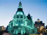 El Palacio Consistorial se ilumina de turquesa por las lipodistrofias
