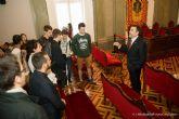 Alumnos franceses del Instituto Sainte Odile, de Lille, conocen el Palacio Consistorial de mano del alcalde