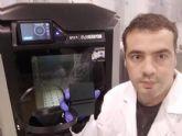 La Universidad de Murcia entrega al SMS viseras de protección facial fabricadas con impresoras 3D