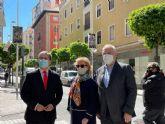Murcia rinde homenaje a las cofradías murcianas con la exposición de banderolas en distintas calles del casco histórico