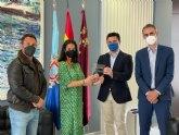 El alcalde, José Miguel Luengo recibe de 'Invest in Cities'  la placa que acredita a San Javier como ciudad atractiva para la inversión