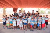 Cuarenta niños finalizan el primero de los tres cursos municipales de natación