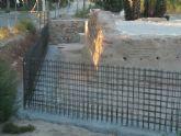 Huermur denuncia que van a encajonar entre muros de hormigón la torre islámica de Zarandona