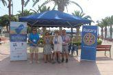 Rotary Mar Menor repartió 2.000 ceniceros en la playa de La Puntica